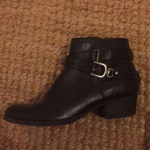 Black ankle boots w buckle